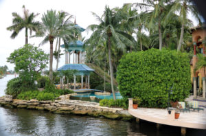 Lush landscaping characterizes the New River waterfront.